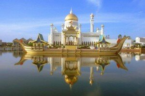 Sultan Omar Ali Saifuddin Mosque1 300x199 10 Most Beautiful Mosques In The World