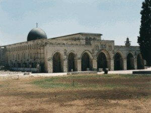 the real masjid al aqsa 300x225 10 Most Beautiful Mosques In The World