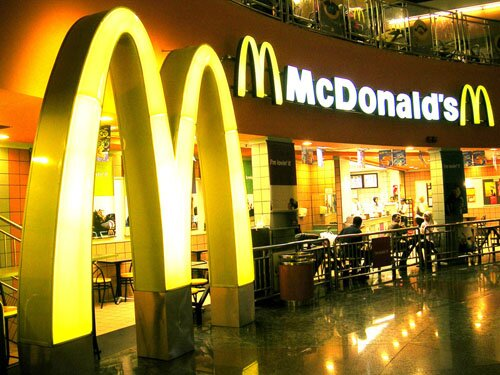Fast food facts macdonald restaurant1 10 Interesting Fast Food Facts