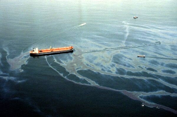 top 10 most biggest accident  in history Exxon Valdez