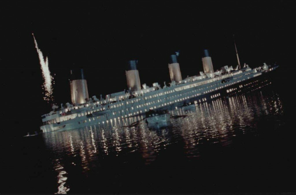 top 10 most biggest accident  in history titanic sinking