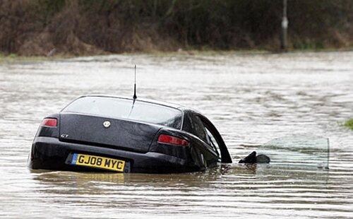 Flood facts: sinking car