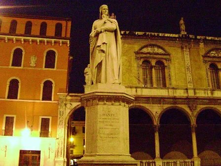 Facts about Verona Italy - Statue of Dante